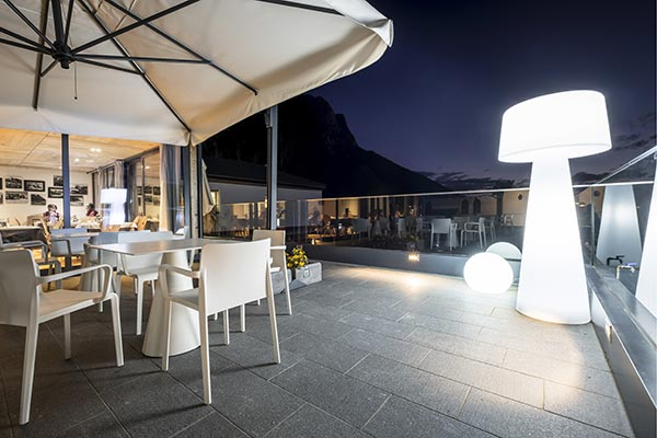 Terrasse Hotel Villa Madonna bei Nacht