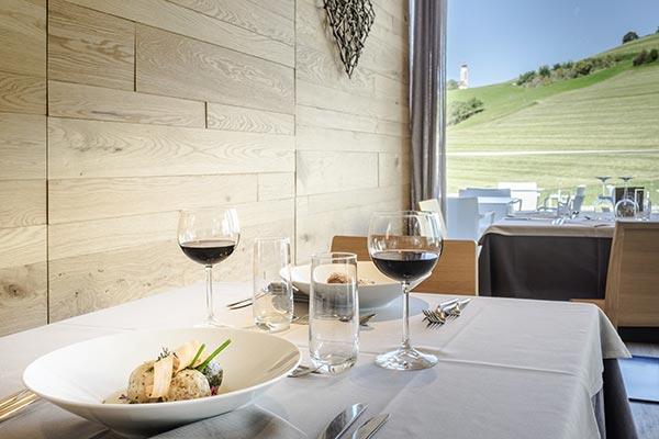 Tisch am Restaurant, Panoramablick Seiser Alm