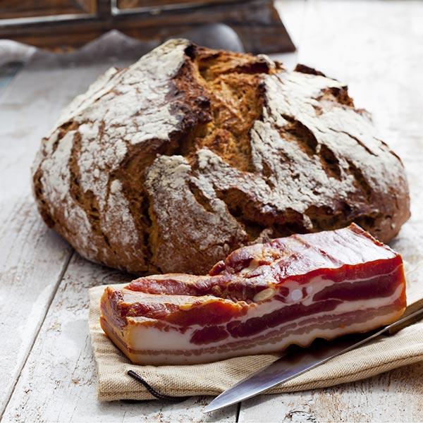 Glutenfreies Brot mit Speck
